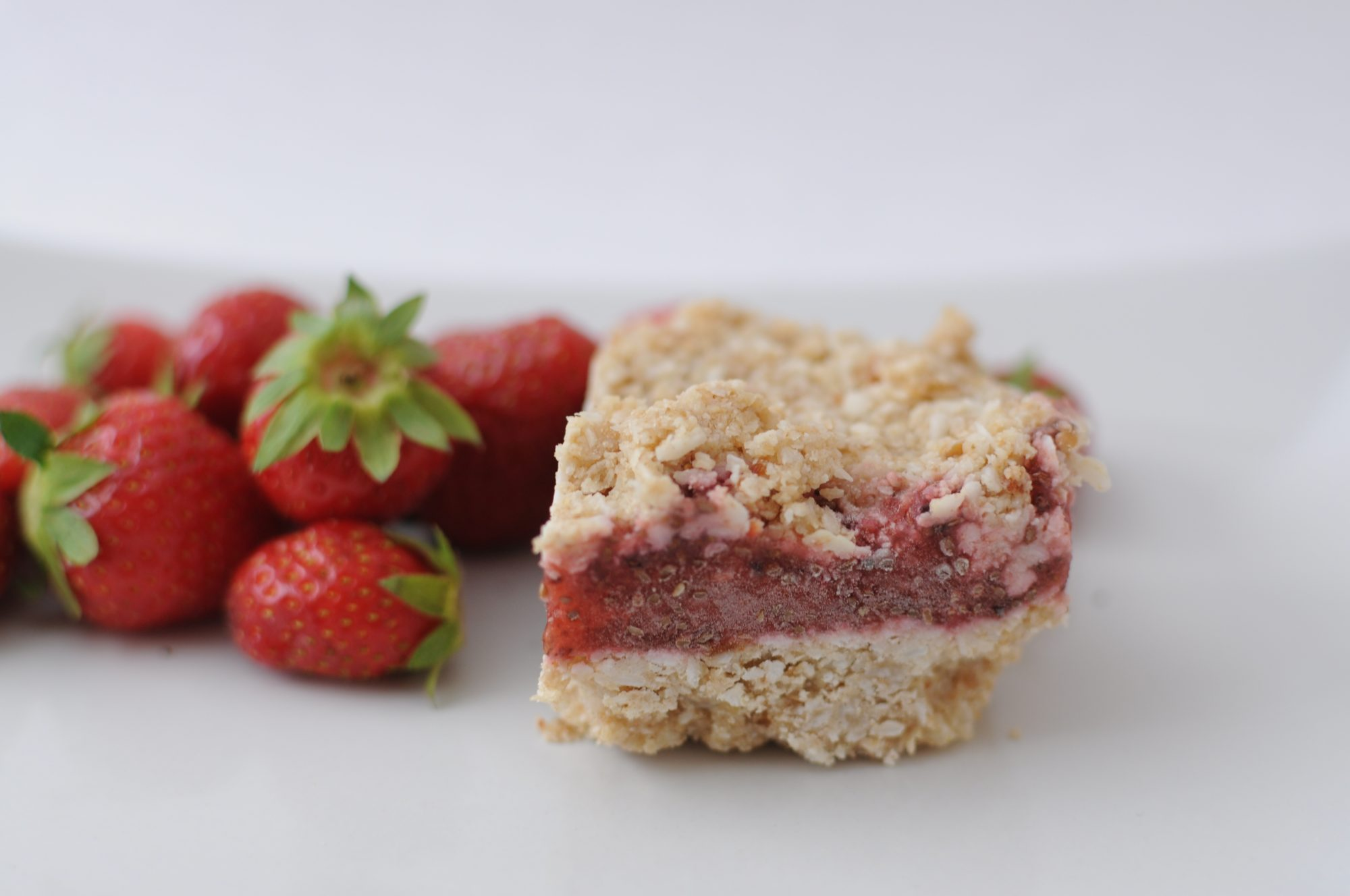 coconut-strawberry-cake-e1467645071350