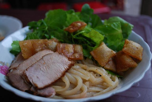 cao_lau_vietnam_food