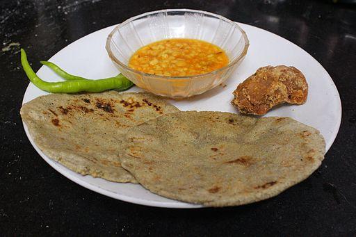 Bajra_Roti_and_Dal-min