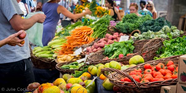 Food-Market-Photography-from-Julie-Cockburn-at-TasteOfThePlace.com_show-the-crowd-1
