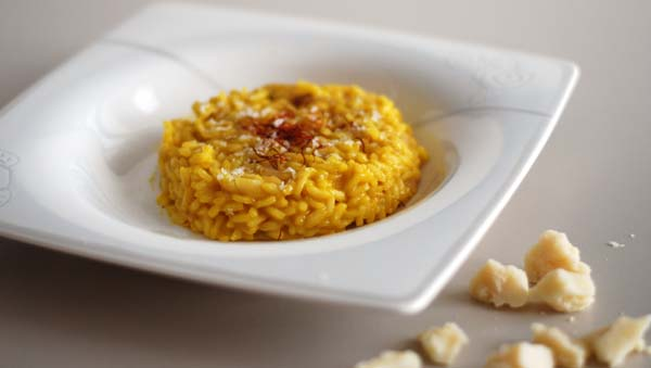 Risotto milanese traditional italian saffron rice easy for Best risotto in milan